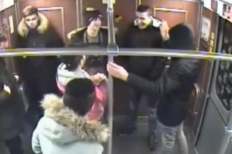 Fuerzas de seguridad alemana difunden video y fotos de los siete sospechosos.