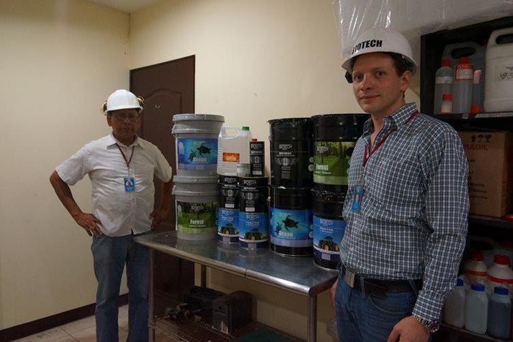 Los socios de Pinturas Biotech, Christian Menjivar y Milton Barrera.