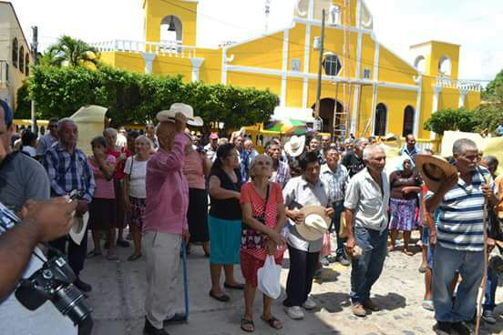 Expatrulleros de Autodefensa Civil protestan en el parque central de Gualán. (Foto Prensa Libre: Mario Morales)