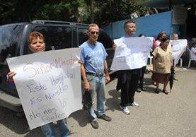 Trabajadores del Hospital de Salud Mental, Federico Mora, protestan por la decisión de instalar en ese lugar una clínica para atender a privados de libertad. (Foto Prensa Libre: Hemeroteca PL)