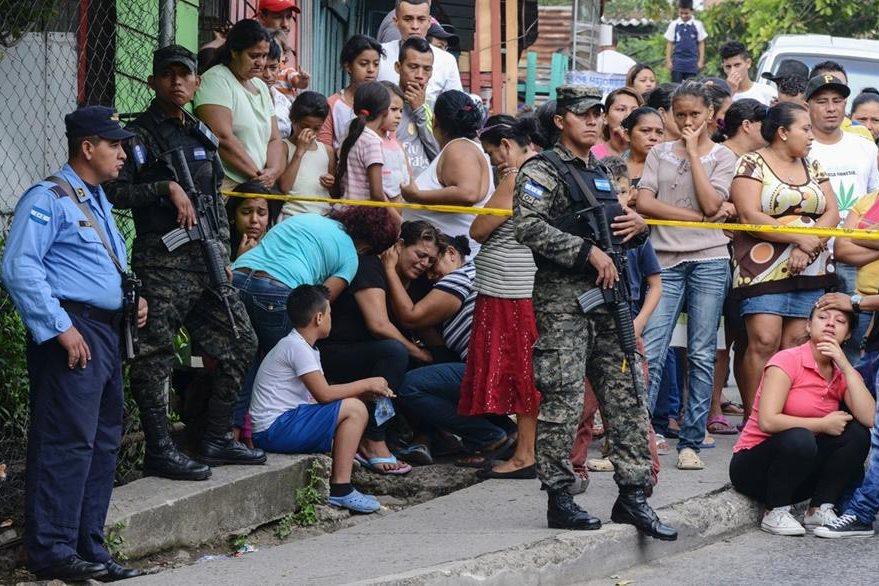 La violencia golpea a Honduras con una tasa de homicidios de más de 60 por cada 100 mil habitantes, una de las más altas del mundo. Muchos crímenes son dirigidos por pandilleros desde las cárceles del país. (Foto Prensa Libre: AFP).