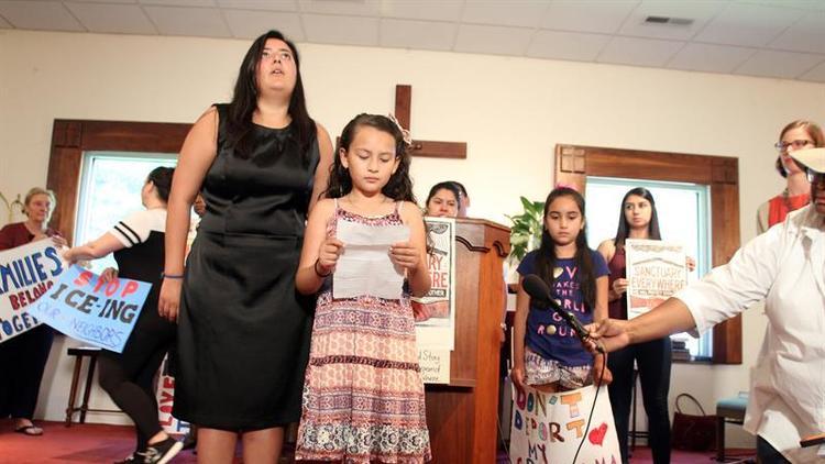 Juana Luz Tobar es una guatemalteca que reside de forma ilegal en Carolina del Norte, EE.UU., y busca refugio en una iglesia. (Foto Prensa Libre: EFE)