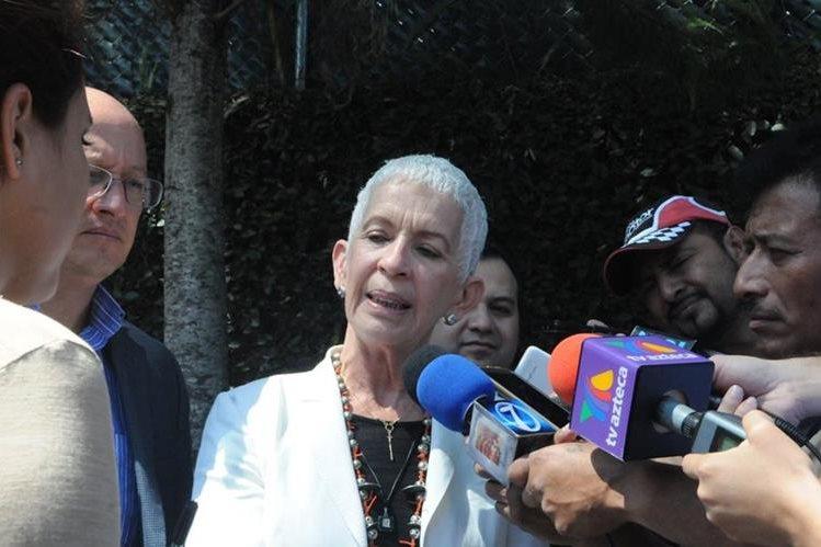 Adela de Torrebiarte, del Comité de Regularización, se reunió este lunes con Iván Velásquez, de la Cicig. (Foto Prensa Libre: Norvin Mendoza)