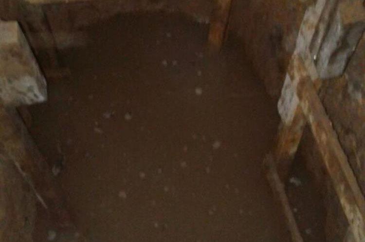 La excavación mide 1.70 metros de profundidad, aproximadamente, y 1.25 metros de ancho.