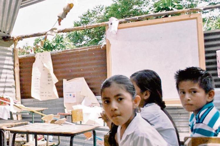 Luego de los terremotos en San Marcos, muchos niños aún reciben clases en salones comunales u otros espacios, según la PDH.