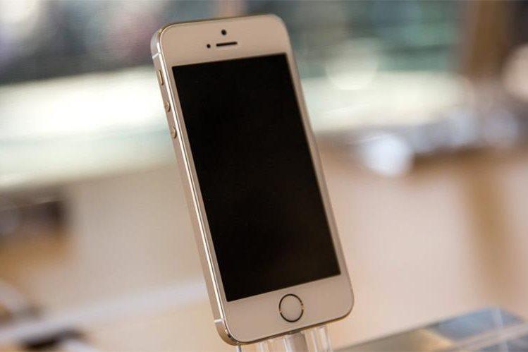 Muchos usuarios aún tienen nostalgia por los iPhone más pequeños (Foto Prensa Libre: Getty).