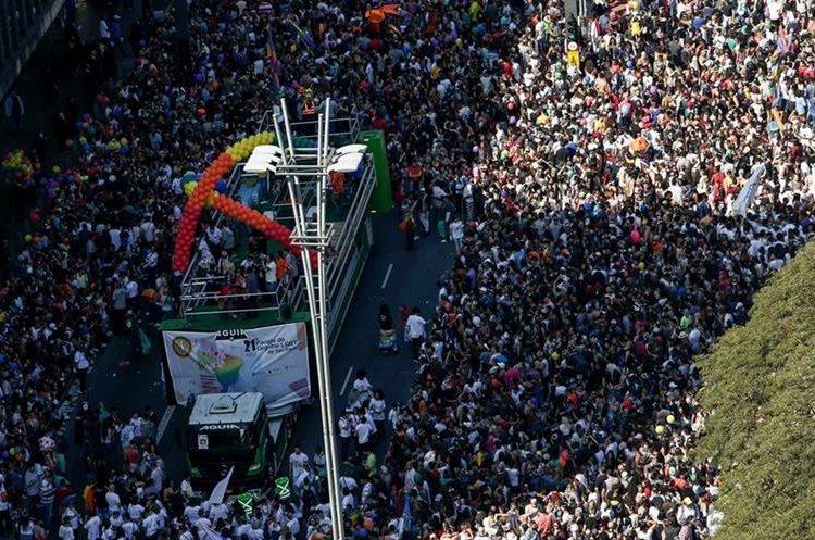 """Cientos de miles acuden al desfile del Orgullo Gay de Brasil"""""""