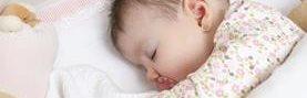 Los bebés deben dormir sin sábanas ni almohadas que pudieran asfixiarlo.
