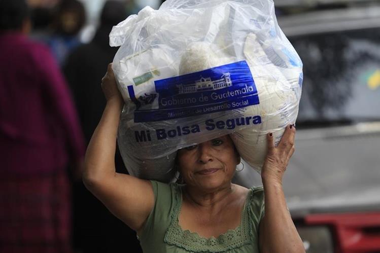 El gobierno de Alejandro Maldonado sugirió eliminar el programa de la Bolsa Segura, beneficio distribuido, desde 2008.<br /> (Foto Prensa Libre: Hemeroteca PL)
