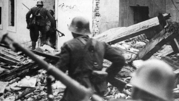 El levantamiento de Franco contra el gobierno de la República dio lugar a una guerra civil. (GETTY)
