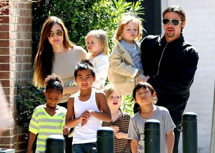 Angelina Jolie y Brad Pitt se casaron en 2014 y tienen seis hijos. Una de las causas del divorcio fue el abuso de alcohol y drogas del actor. (Foto Prensa Libre: s-media-cache-ak0.pinimg.com)
