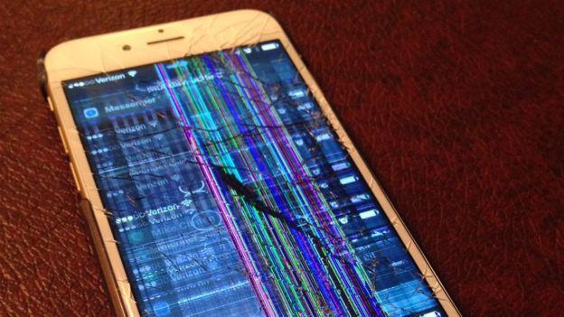 Otra usuaria de Twitter aseguró que así fue como quedó su celular después de intentar el reto. (TWITTER)