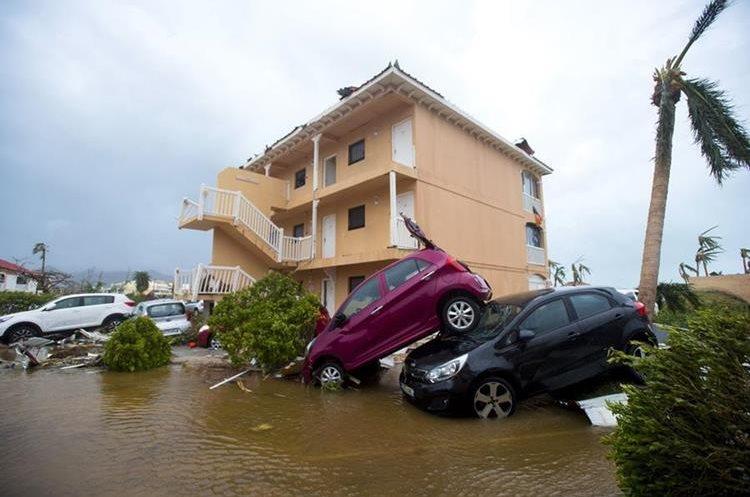 Irma pierde fuerza, pero deja sin luz a la mitad de Florida