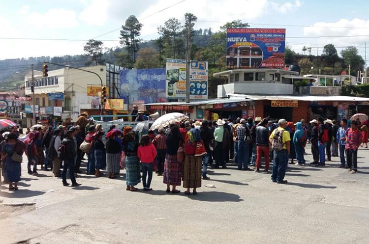 Manifestación en Cuatro Caminos, Totonicapán. (Foto Prensa Libre: María José Longo)