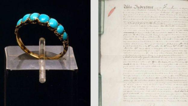 El anillo de compromiso que Charles regaló a Catherine en 1835, a la izquierda, y el parte de separación de la pareja en 1858, a la derecha. (MUSEO DICKENS).
