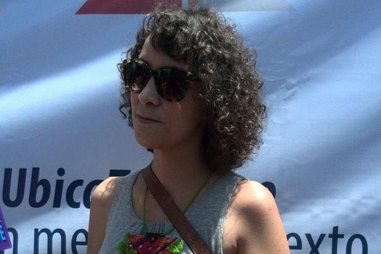 Gaby Moreno vino desde Estados Unidos únicamente a emitir su voto. (Foto Prensa Libre: Brenda Martínez)