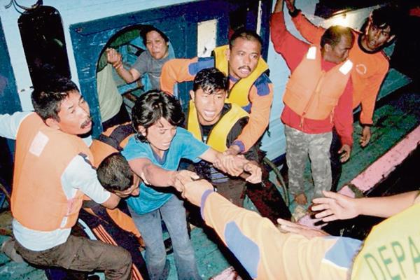 Miles de personas han sido rescatadas por cuerpo de socorro en el Mediterráneo.