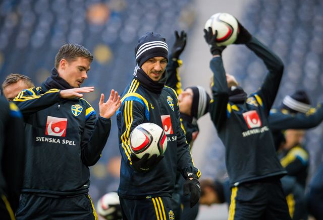 Zlatan Ibrahimovic, en un entrenamiento con la selección de Suecia. (Foto Prensa Libre: AFP)