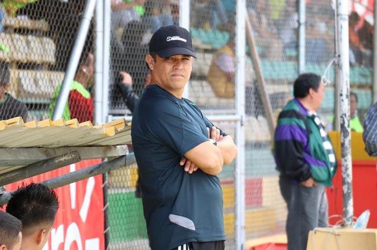 Gabriel Castillo inició con la reestructuración del plantel que arranca la siguiente semana con los trabajos. (Foto Prensa Libre: Raúl Juárez)