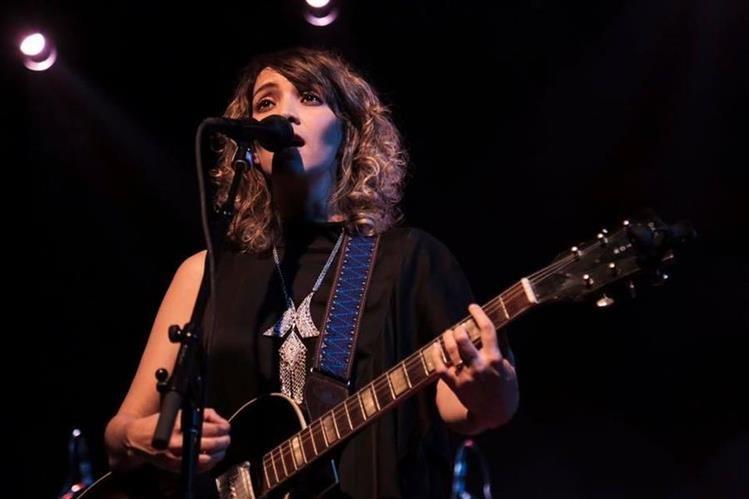 Gaby Moreno tenía previsto dar un concierto en Helsinki, Finlandia, que deberá cancelar. (Foto Prensa Libre: Facebook)