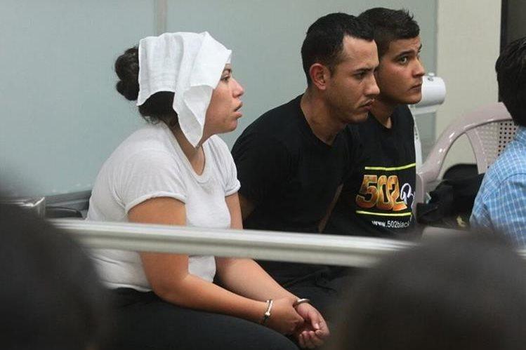 Los tres agentes comparecen ante juez para la audiencia de primera declaración. (Foto: Alvaro Interiano)