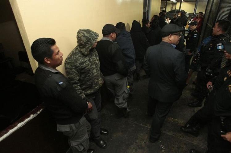 Guardias de Presidios en Torre de Tribunales. (Foto: Prensa Libre: Carlos Hernández.