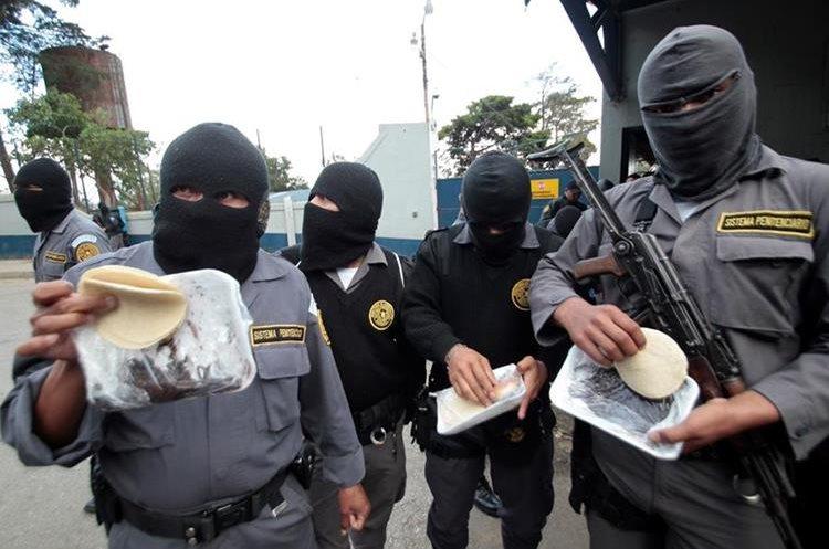 Guardias del Sistema Penitenciario se han declarado en paro por el incumplimiento de un aumento salarial y malas condiciones laborales. (Foto Prensa Libre: Hemeroteca PL)