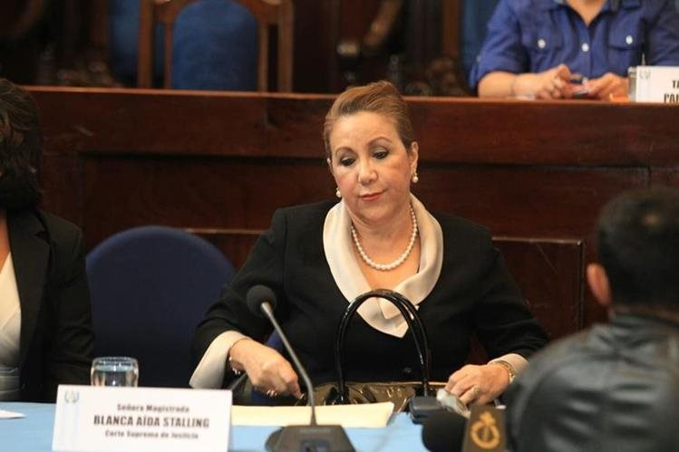 Magistrada Blanca Stalling comparece ante la comisión pesquisidora que analiza petición de antejuicio. (Foto Prensa Libre: Estuardo Paredes)