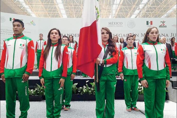 Paola Longoria, seleccionada de raquetbol, es la abanderada de México en los Juegos de Toronto. (Foto Prensa Libre: Redes Sociales)
