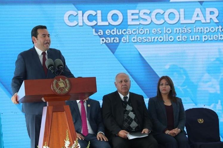 Morales habla a estudiantes acerca del