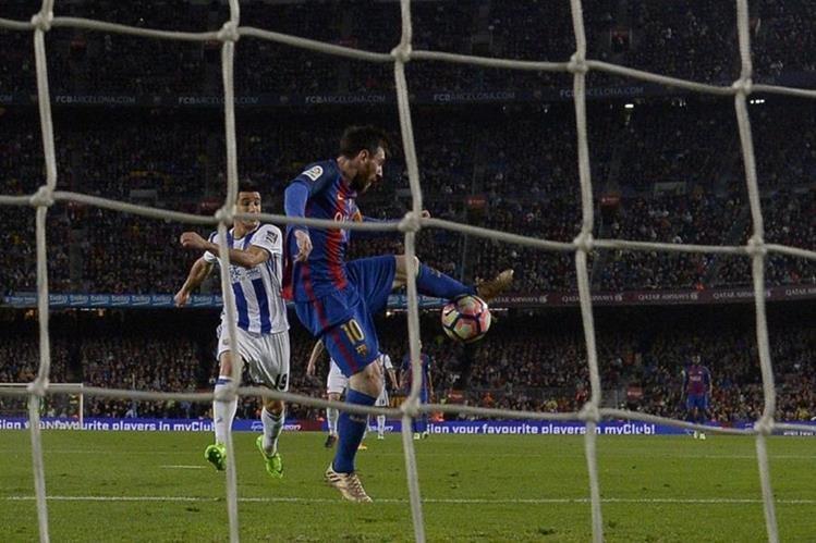 Lionel Messi anotó dos goles en la sufrida victoria del Barcelona contra la Real Sociedad. (Foto Prensa Libre: AFP)