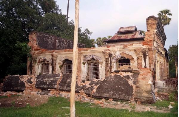 El terremoto daño un templo en Seik Phyu, centro de Birmania.(EFE).