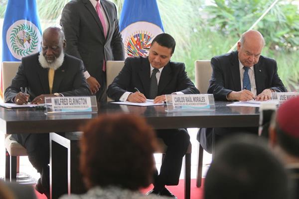 Los cancilleres de Belice y Guatemala firmaron un acuerdo con el que buscan avanzar en la solución del centenario diferendo territorial. (Foto Prensa Libre: E. García)