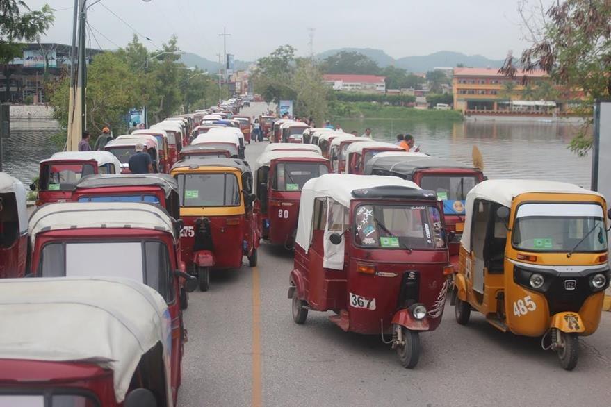 Unos 700 mototaxis están autorizados para circular en el área central del Petén. (Foto Prensa Libre: Rigoberto Escobar)