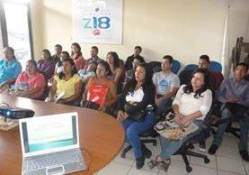 Adultos y jóvenes reciben capacitación y ayuda para obtener un empleo.(Foto Prensa Libre:cortesía)