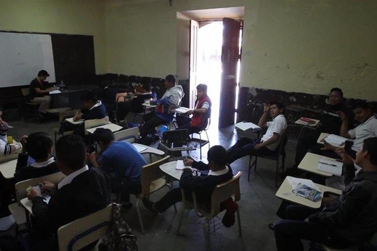 Más de 3.1 millones de estudiantes fueron inscritos en el año lectivo 2016. (Foto Prensa Libre: Hemeroteca PL)