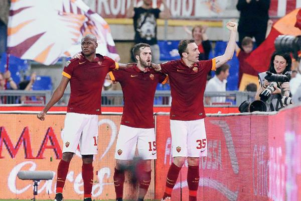 Los jugadores del As roma esperan celebrar el próximo lunes en el derbi de la ciudad frente al Lazio. (Foto Prensa Libre: AFP)