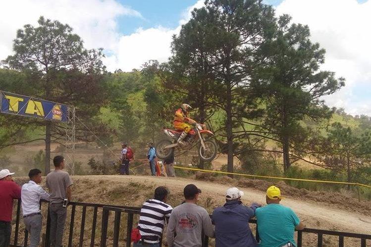 Los amantes del motociclismo disfrutaron de la séptima fecha del Campeonato Nacional de Motocross. (Foto Prensa Libre: Facebook Walter Solórzano)