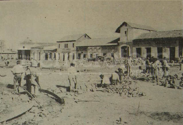 Vista de la avenida bolívar en la década de 1930. Se aprecian varios negocios. (Foto: Hemeroteca PL)