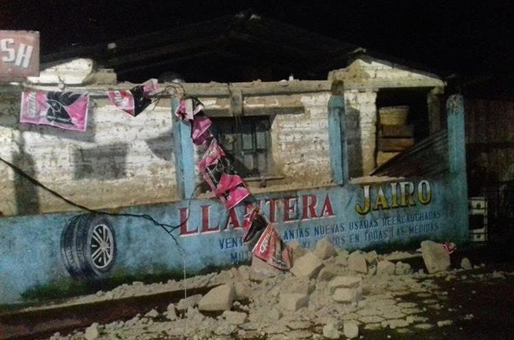 Inmueble dañado por el sismo en Santa Clara La Laguna, Sololá. (Foto Prensa Libre: Ángel Julajuj)