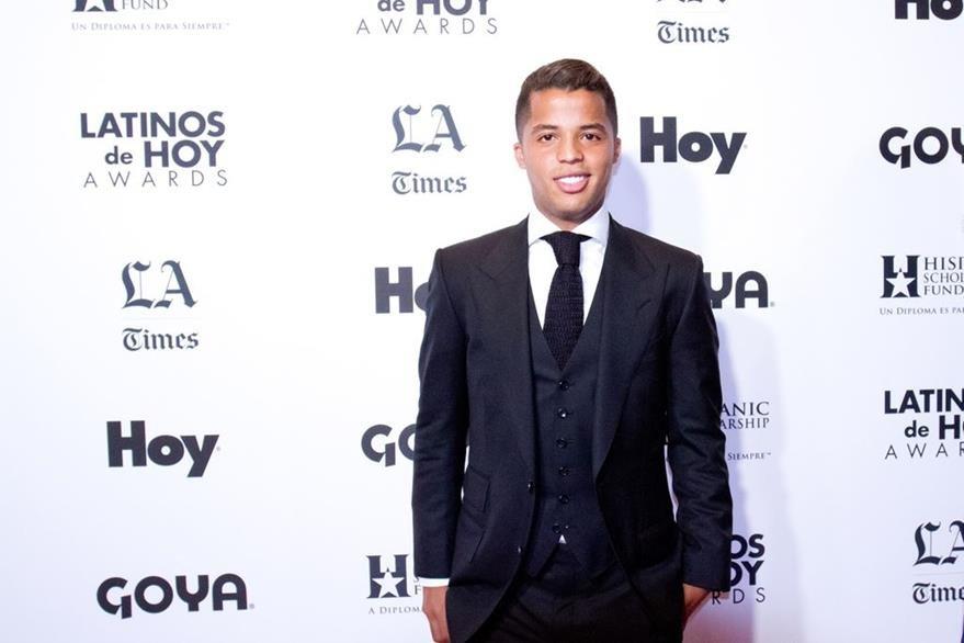 Giovani Dos Santos, futbolista del club LA Galaxy, asistió a la tercera edición de los premios Latinos de Hoy.(Foto Prensa Libre: EFE)