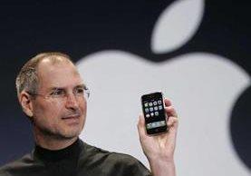 Steve Jobs presenta el primer iPhone en 2007. (Foto: Hemeroteca PL).