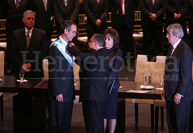 Álvaro Colom Caballeros tomó posesión de la presidencia el 14 de enero de 2008. (Foto: Hemeroteca PL)
