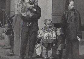 El fotógrafo Arnold Genthe retrató la vida en Chinatown, el vecindario chino, en Nueva York en 1908. Varias de sus fotos ilustran este artículo. ARNOLD GENTHE, OPEN COLLECTIONS, HARVARD LIBRARY