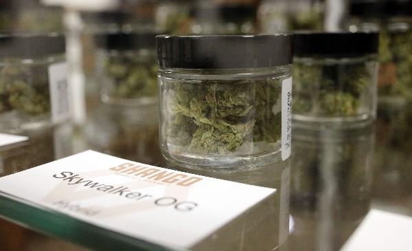 Los comercios de marihuana en Oregón comenzaron a vender sus productos.