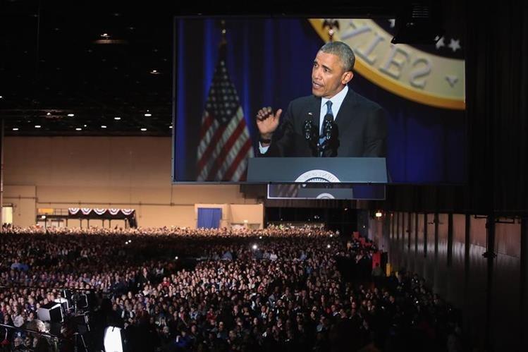 Barack Obama pronuncia su emotivo discurso de despedida entre la ovación de los asistentes. (Foto Prensa Libre: AFP).