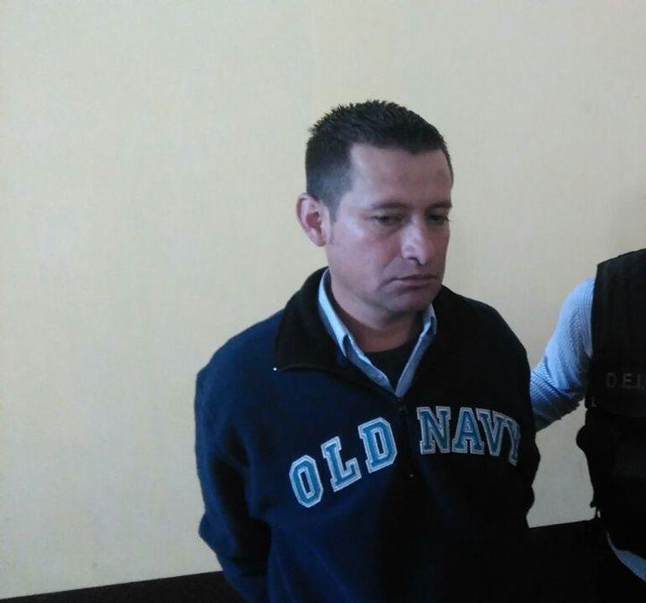 Delfino Marco Absel Alvarado López, de 35 años, detenido en la avenida Elena, zona 1. (Foto Prensa Libre: José Manuel Patzán)