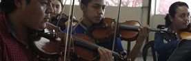 Los integrantes del Sistema de Orquestas ensayan tres horas diarias y se preparan para interpretar música de filmes como Star Wars y Harry Potter. (Foto Prensa Libre: José Andrés Ochoa).