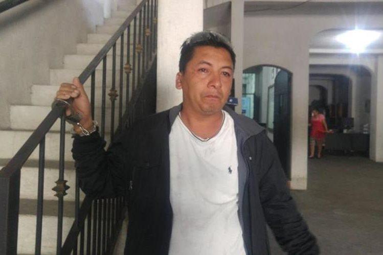 Julio César Flores fue capturado por la PNC por haber intentado robar una motocicleta, en la cabecera de Retalhuleu. (Foto Prensa Libre: Rolando Miranda)