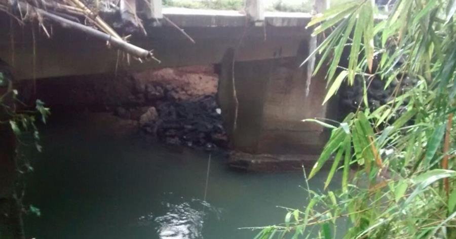 Caminos reportó anoche el colapso de estribo del puente en Cuyotenango.